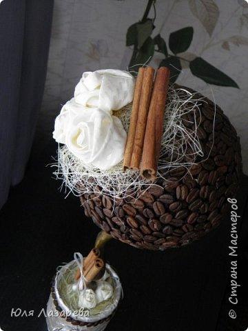 Зерна кофе клеила в 2 слоя, розочки сшиты из шелка (полосочки резала и шила).  фото 2