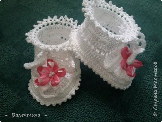 Пинетки-босоножки из хлопковой пряжи, украшены атласными бантиками фото 1