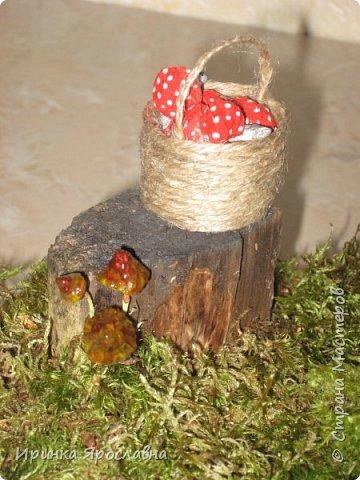 Осенью в школе сыну дали задание сделать поделку из природного материла. Решили делать избушку с Бабой Ягой, затем к ней присоединилась и Кикимора) фото 4