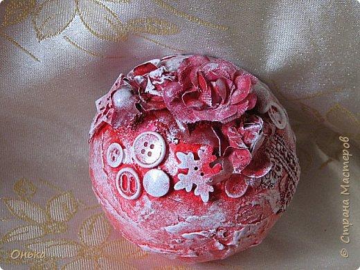 Девчоночки, сделала Новогодний шарик-лошарик. Спасибо огромное Диане Январевой за идею! Делался на одном дыхании. Работа всего одна, но она мне так нравится, что я решила Вам показать не дожидаясь следующих работ. Дальше только фото. фото 2