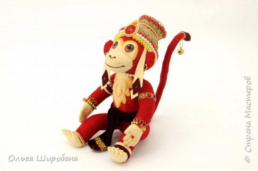 Хануман( Царь Обезьян) - сын бога ветра. Культ Ханумана — один из самых популярных в индуизме. Его чтят как наставника в науках и покровителя деревенской жизни. Из Индии культ Ханумана (и обезьян вообще) распространился на всю Юго-Восточную Азию, вплоть до Китая. Там его почитают как Сунь Укуна. фото 4