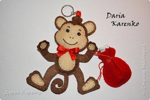 Сегодня я расскажу вам как сделать волшебную обезьянку из фетра своими руками. Такая замечательная обезьянка принесет вам счастье, удачу и богатство :) Смотрите пожалуйста мой мастер класс и пусть этот талисман принесет вам огромный успех!  (работа основана на идее Оксаны Рожковой)  фото 1