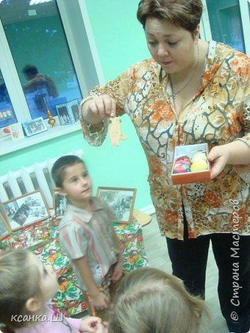 Несколько лет назад мы с детьми работали над проектом, посвященным ёлочной игрушке. Была проделана огромная работа всего коллектива и родителей всех групп детского сада. фото 17