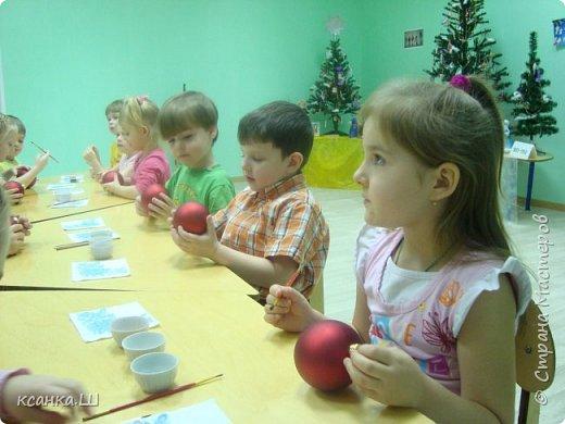Несколько лет назад мы с детьми работали над проектом, посвященным ёлочной игрушке. Была проделана огромная работа всего коллектива и родителей всех групп детского сада. фото 20