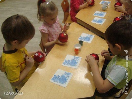 Несколько лет назад мы с детьми работали над проектом, посвященным ёлочной игрушке. Была проделана огромная работа всего коллектива и родителей всех групп детского сада. фото 22