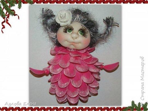 Здравствуйте, дорогие рукодельницы! Предлагаю всем желающим сделать вместе со мной вот такую новогоднюю Шишку. Это магнит на холодильник. Думаю, станет симпатичным сувенирчиком на Новый год. А если сделать еще интересную коробочку, совсем будет здорово))) фото 1