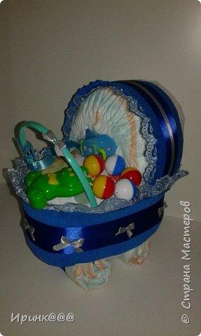 В преддверии Нового года родились детишки.....эта коляска из памперсов для дочиной подружки с рождением дочери фото 2