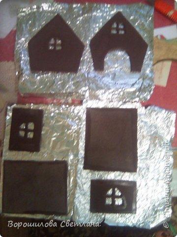 Это наша поделка в садик.Засняла процесс,может кому пригодится.Из материалов:тесто соленое,гуашь,клей ПВА,горячий пистолет,картон,контуры,,соль каменная,блестки,шаблоны бумажные,карандаш,кисточка,ножницы,нож канцелярский. фото 3