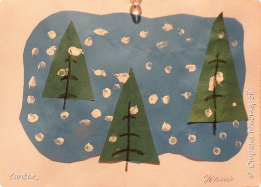 """Продолжаю выкладывать идеи поделок с самыми маленькими детками. Начало здесь - https://stranamasterov.ru/node/957860  1. Аппликация на тарелочке """"Новогодняя"""". Вырезали из салфетки новогоднюю картинку. Приклеили её на тарелочку, дополнили снегом и опушкой шапочки снеговика из ваты. Украсили ёлочку кружками из фольгированного картона. фото 3"""