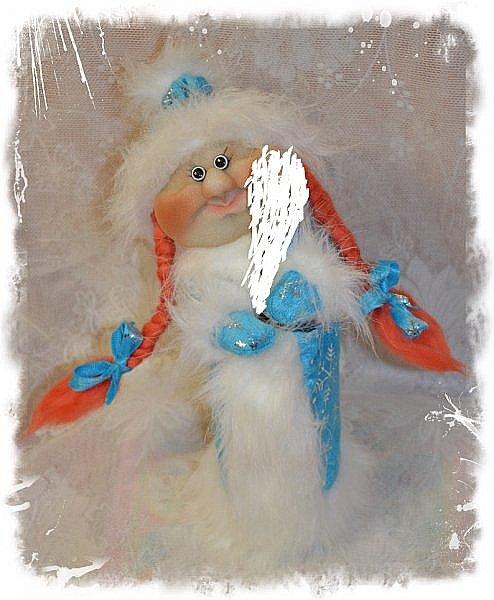 """Всем Привет!!! Решила Показать Вам своих Дед Морозиков на """"Игристое"""" и Снегурочку))) Саму тару замазюкала, по понятным всем причинам, а сфотать на другой таре времени не было, морозики разбежались! Будем считать, что они в руках держат Снежный ком или посох))))))) Этот вот просто Отдыхает, сил набирается))) Вообще их сшито было всего 4 штуки и одна Снегурочка. фото 5"""