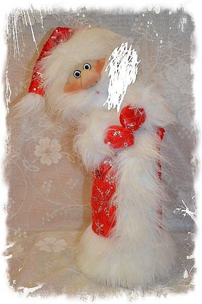 """Всем Привет!!! Решила Показать Вам своих Дед Морозиков на """"Игристое"""" и Снегурочку))) Саму тару замазюкала, по понятным всем причинам, а сфотать на другой таре времени не было, морозики разбежались! Будем считать, что они в руках держат Снежный ком или посох))))))) Этот вот просто Отдыхает, сил набирается))) Вообще их сшито было всего 4 штуки и одна Снегурочка. фото 2"""