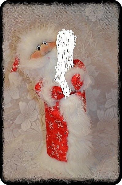 """Всем Привет!!! Решила Показать Вам своих Дед Морозиков на """"Игристое"""" и Снегурочку))) Саму тару замазюкала, по понятным всем причинам, а сфотать на другой таре времени не было, морозики разбежались! Будем считать, что они в руках держат Снежный ком или посох))))))) Этот вот просто Отдыхает, сил набирается))) Вообще их сшито было всего 4 штуки и одна Снегурочка. фото 3"""