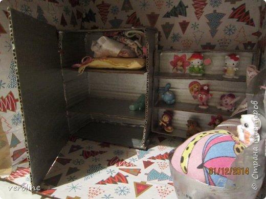 Всем привет! Давно хотела сделать старшей доче домик для кукол. Правда. в моем представлении все было гораздо проще и аккуратнее) Первый раз работала с коробками. Вышло то, что вышло)))) Но Василиска осталась довольной!)) Стол и кресла сделаны по отличному МК Тимофеевны https://stranamasterov.ru/node/297914?c=favorite. фото 6