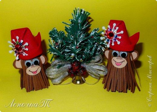 Новый год стучится к нам! В год мартышек-обезьян! Приходите веселиться! Всё вокруг горит, искрится! В хороводах детвора, Лихо кружится. Ура! (Автор ЛеночкаТ)   фото 1