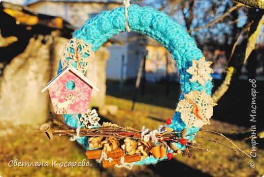 Снега у нас нет,настроения новогоднего тоже.Приходится поднимать его искусственно)) Веночки в свитерочках. фото 1