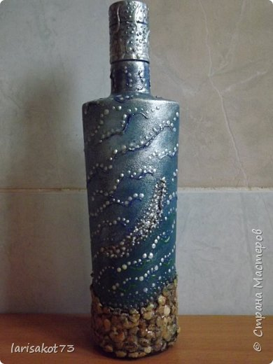 Муж попросил декорировать бутылку другу на день рождения. Вот, что получилось. Старалась создать эффект глубины. Не знаю насколько получилось. фото 1