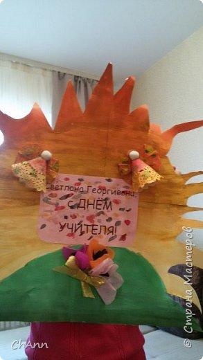 В этом году учительница моей дочери поделила класс на группы и каждой дала задание подготовить поздравительную открытку-плакат на день учителя. Моей дочери надо было сделать для учителя, преподающего основы православной культуры. Вот, что придумали дети, я им помогла только ангелочков сделать фото 1