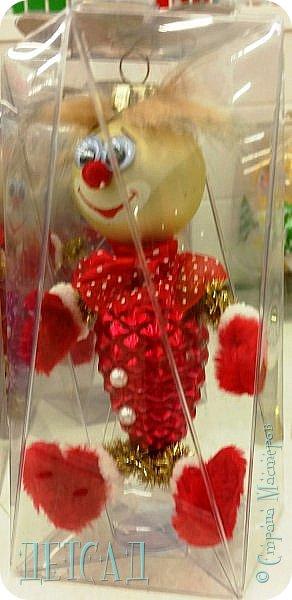 Во всех магазинах сейчас огромнейшее разнообразие новогодних украшений, а что если сделать их самим?!?  Очень уж мне понравились некоторые игрушки... Но, зачем тратиться, если всё необходимое можно найти в доме!!! фото 9