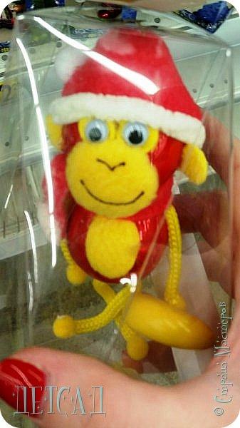 Во всех магазинах сейчас огромнейшее разнообразие новогодних украшений, а что если сделать их самим?!?  Очень уж мне понравились некоторые игрушки... Но, зачем тратиться, если всё необходимое можно найти в доме!!! фото 4