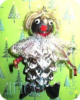 Во всех магазинах сейчас огромнейшее разнообразие новогодних украшений, а что если сделать их самим?!?  Очень уж мне понравились некоторые игрушки... Но, зачем тратиться, если всё необходимое можно найти в доме!!! фото 7