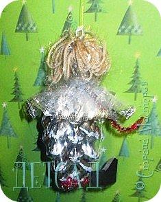 Во всех магазинах сейчас огромнейшее разнообразие новогодних украшений, а что если сделать их самим?!?  Очень уж мне понравились некоторые игрушки... Но, зачем тратиться, если всё необходимое можно найти в доме!!! фото 8