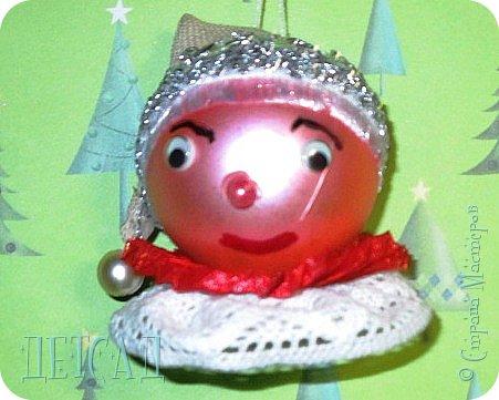 Во всех магазинах сейчас огромнейшее разнообразие новогодних украшений, а что если сделать их самим?!?  Очень уж мне понравились некоторые игрушки... Но, зачем тратиться, если всё необходимое можно найти в доме!!! фото 5