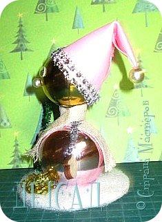 Во всех магазинах сейчас огромнейшее разнообразие новогодних украшений, а что если сделать их самим?!?  Очень уж мне понравились некоторые игрушки... Но, зачем тратиться, если всё необходимое можно найти в доме!!! фото 14