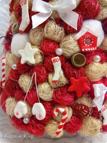 Всем доброго дня! Что-то конец года выдался не очень хорошим. Спасаюсь, как могу... Несколько работ для создания новогоднего настроения) Мой дебютный рождественский венок. Использованы искусственная хвоя, шишки, орехи, листочки, ротанговые шарики, бантики, мандариновые розочки, бусинки, палочки корицы, кружево. фото 6