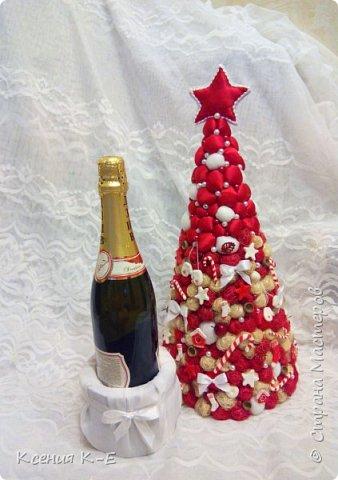 Всем доброго дня! Что-то конец года выдался не очень хорошим. Спасаюсь, как могу... Несколько работ для создания новогоднего настроения) Мой дебютный рождественский венок. Использованы искусственная хвоя, шишки, орехи, листочки, ротанговые шарики, бантики, мандариновые розочки, бусинки, палочки корицы, кружево. фото 5