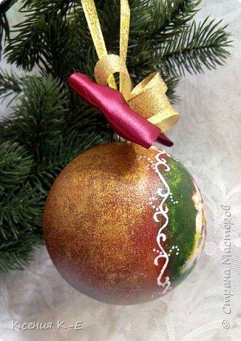 Всем доброго дня! Что-то конец года выдался не очень хорошим. Спасаюсь, как могу... Несколько работ для создания новогоднего настроения) Мой дебютный рождественский венок. Использованы искусственная хвоя, шишки, орехи, листочки, ротанговые шарики, бантики, мандариновые розочки, бусинки, палочки корицы, кружево. фото 12