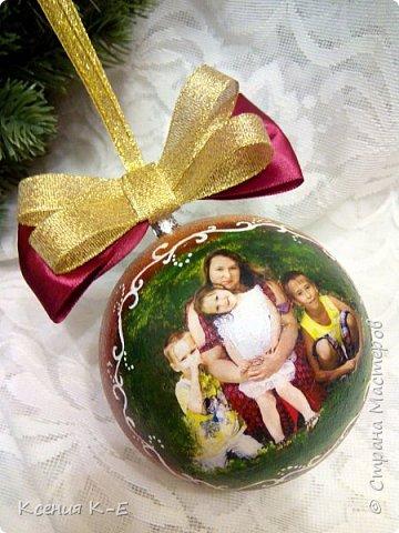 Всем доброго дня! Что-то конец года выдался не очень хорошим. Спасаюсь, как могу... Несколько работ для создания новогоднего настроения) Мой дебютный рождественский венок. Использованы искусственная хвоя, шишки, орехи, листочки, ротанговые шарики, бантики, мандариновые розочки, бусинки, палочки корицы, кружево. фото 11