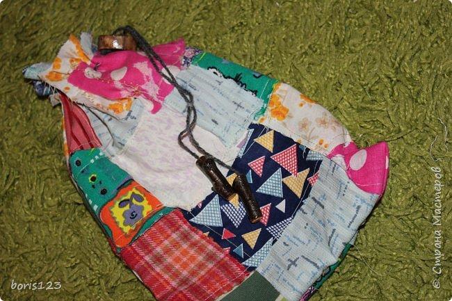 В этом году решили сшить мешочки для сладких подарков и украсить их деревянными деталями.  фото 7