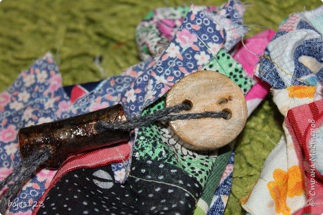 В этом году решили сшить мешочки для сладких подарков и украсить их деревянными деталями.  фото 9