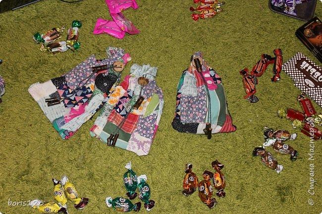 В этом году решили сшить мешочки для сладких подарков и украсить их деревянными деталями.  фото 8