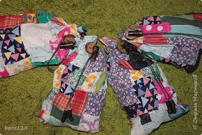 В этом году решили сшить мешочки для сладких подарков и украсить их деревянными деталями.  фото 12