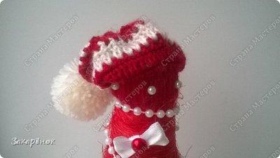 Вот такие красные ёлочки получились ), в том году тоже была ёлочка с ножками, в этом попросили с ручками ))), и вот что вышло! Шапочка, рукавички, сапожки  связаны вручную. фото 5