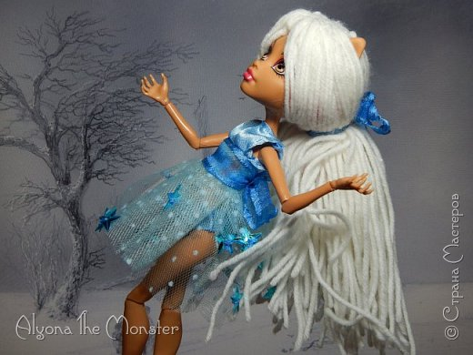 Приветствую всех, кто зашел в гости! Представляю переделанную куколку (возможно даже нового персонажа) и небольшую историю) *** Наступает зима. Казалось бы, ничего особенного. Падает снег, становится холодно, как, впрочем, и каждый год. А почему? Ученые скажут, что из-за того, что земля вертится. А я скажу, что зима наступает благодаря Зимней Фее. Именно эта девочка насылает на людей зиму. Работа у неё такая. Зимняя фея только одна. Это летних много, а зимняя - одиночка. фото 7