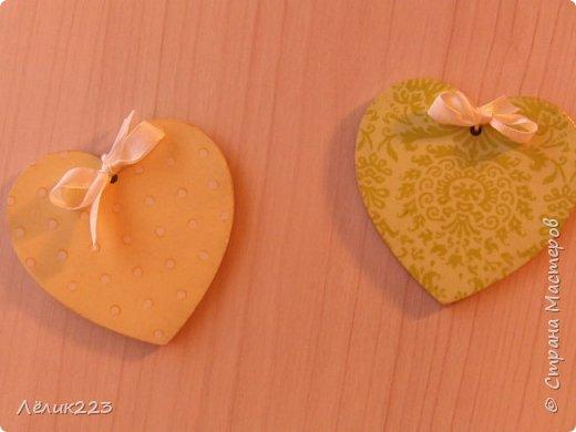 решила я для холодильника и вытяжки сделать магнитики. чтобы, так сказать, подходили под цветовую гамму на кухню купила деревянные заготовки в виде сердечек...и вот что получилось эти два сердечка-магнитика для вытяжки... фото 5