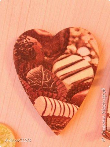 решила я для холодильника и вытяжки сделать магнитики. чтобы, так сказать, подходили под цветовую гамму на кухню купила деревянные заготовки в виде сердечек...и вот что получилось эти два сердечка-магнитика для вытяжки... фото 3