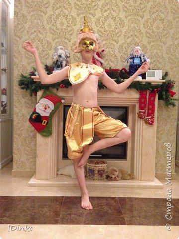 """Досталась моему сыночку роль обезьяны на школьном новогоднем празднике, а он в слёзы: """"Не хочу быть обезьяной!"""". Что делать? С одной стороны - почетная роль ведущего, а с другой - не привлекательный персонаж, хоть и символ года. Согласился лишь быть королем обезьян, как в тайской народной культуре (мы недавно посетили Таиланд). Вот так появился этот костюм))).  фото 1"""