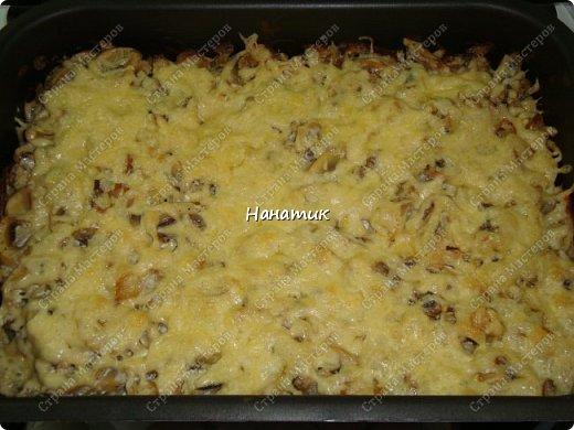 Добрый вечер! Предлагаю рецепт запеканки из картофеля и шампиньонов. -1 луковица -7 картофелин среднего размера -шампиньоны большая ж/б -любимая приправа для картофеля (у меня камис) -сметана 300г -соль по вкусу -растит.масло для смазывания формы -сыр 200г фото 1