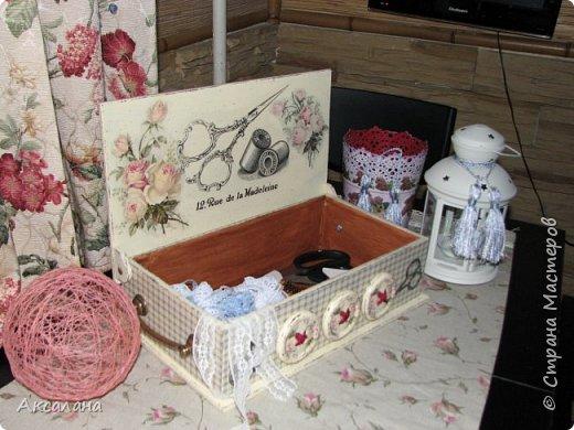 Шкатулка для хранения всяких швейных штучек. Полюбилась мне очень салфеточка с розами и очередную работу я сделала с использованием этой салфетки. фото 4