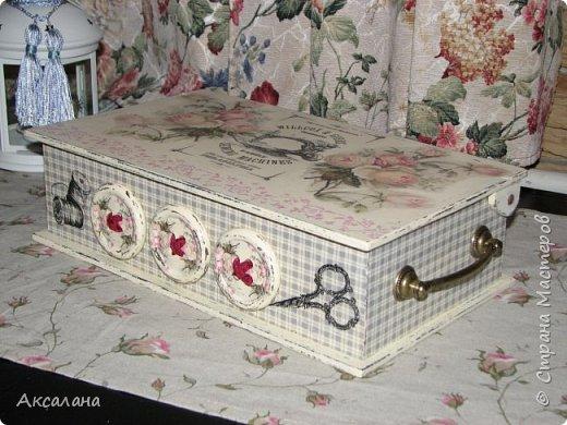 Шкатулка для хранения всяких швейных штучек. Полюбилась мне очень салфеточка с розами и очередную работу я сделала с использованием этой салфетки. фото 7