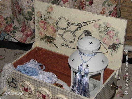 Шкатулка для хранения всяких швейных штучек. Полюбилась мне очень салфеточка с розами и очередную работу я сделала с использованием этой салфетки. фото 1