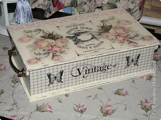 Шкатулка для хранения всяких швейных штучек. Полюбилась мне очень салфеточка с розами и очередную работу я сделала с использованием этой салфетки. фото 8