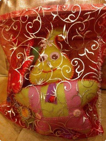 Доброго времени суток))) Игрушки шила в подарок племяннику и это мои первые игрушки, а его первый новый год, когда он может елку наряжать))) Уже бегал с мишурой по всей квартире)) Да, конечно, у меня не всё получилось, но что уж получилось))) фото 10