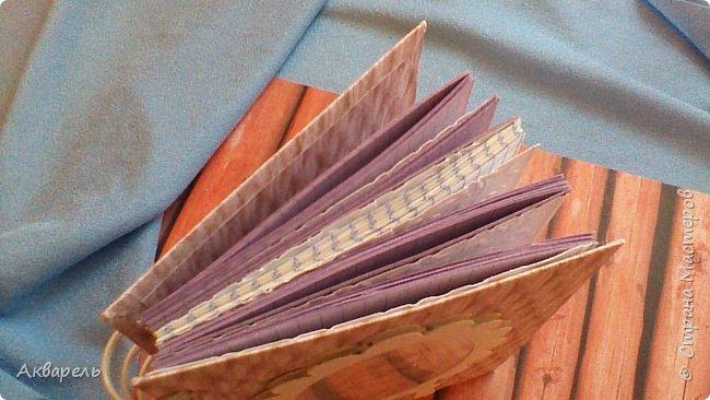 Предновогодняя подготовка, сделала блокнотики, для небольших подарочков. С каждым блокнотом, все лучше получалось управляться с биндером и пружинами. Блокнотов 16 штук. Размер примерно 13,5 на 10,5 по обложке. Основа обложек картон. Обтянут бумагой. Бумага качественная для скрапа, из разных коллекций. Некоторые обтянуты пастельной, цветной бумагой, на которой сделала тиснение. Ну, сами посмотрите, фотографий много. фото 47