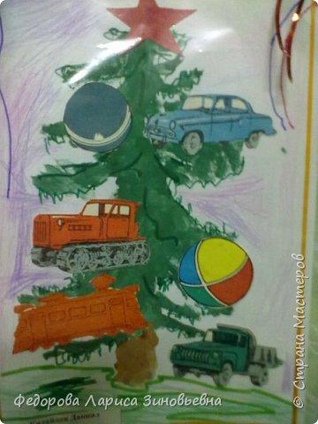 Добрый всем вечер. Скоро. скоро уже наступит Новый год, в каждом доме зажгутся елки. Вот и мы со своими ребятами сделали новогодние елки. Эти елки сделали дети подготовительной группы. фото 1