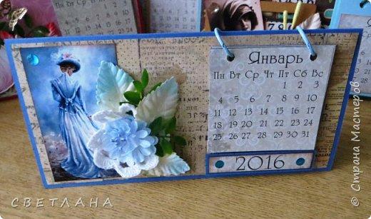 Добрый  день, страна!   Сегодня  я  с  новыми  настольными  календарями,  подарками  к  НГ.  Покажу  некоторые  из  них,  многие  уже  разошлись ,  народ  запасается  подарочками  друзьям и коллегам  к  новому  году...  Вот  этот  мне  очень  нравится,  наверное  оставлю  себе, любимой... фото 1