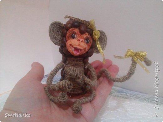 Предлагаю сделать такую кофейную обезьянку, совместив намотку джутовым шпагатом с кофе и лепкой. фото 1